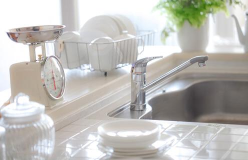 大切な家族の食べ物を扱う場所だから、仕上げには必ず除菌処理を実施!