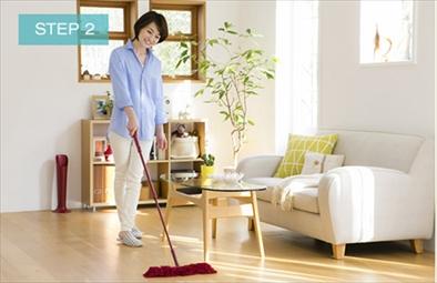 広い床のすみずみまでスタイルフロアララでかる~く拭くだけ!